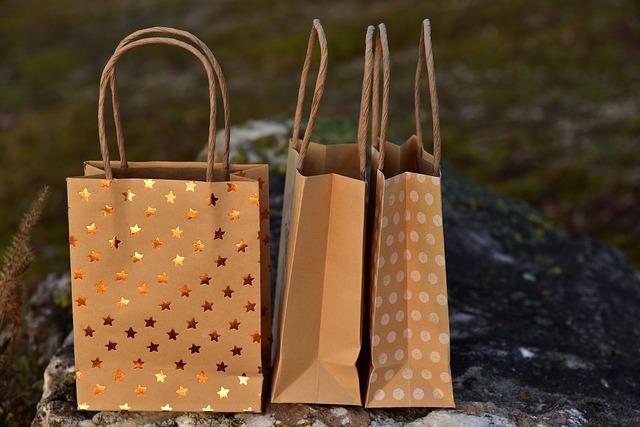 紙袋の収納術!捨てられない紙袋のたたみ方や保管アイデアをご紹介!
