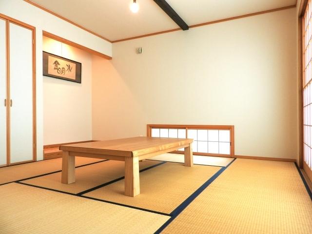 和室に合うテーブル14選!畳にも相性がよいおしゃれなテーブルは?