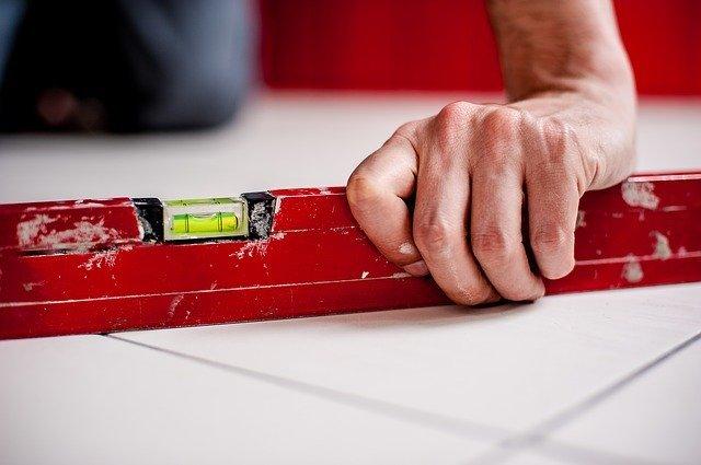 「セラミックタイル」とは?特徴や使い方&床での活用事例をご紹介!