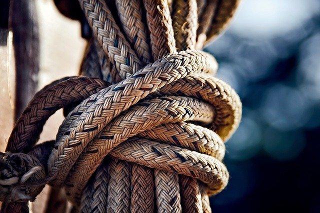 ロープの編み方!用途別におすすめの編み方や輪っかの作り方を紹介