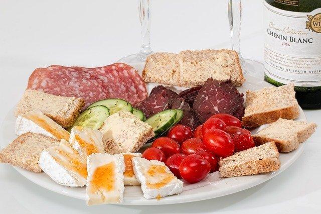 タンパク質を得やすいコンビニ商品5選!肉体改造におすすめの商品は?