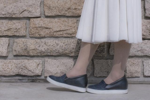 スリッポンってどんな靴?意味やスニーカー・ローファーとの違いを解説!