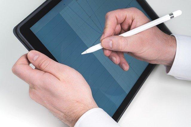 スタイラスペンを100均でDIYする方法!付属のタッチペンとの違いは?