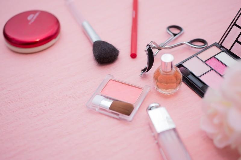 化粧品の収納アイデア10選!コスメ用品をきれいに整理するコツは?