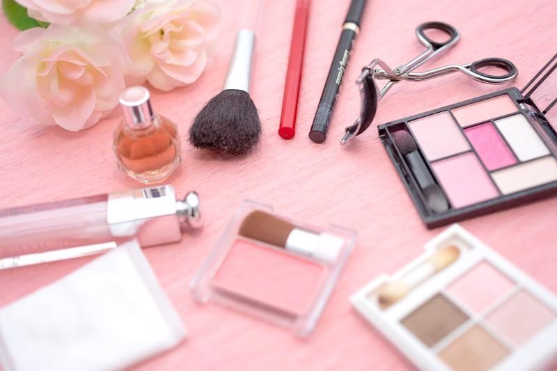 化粧品の収納用グッズ3選!美容品の分類・整理に使えるアイテムは?