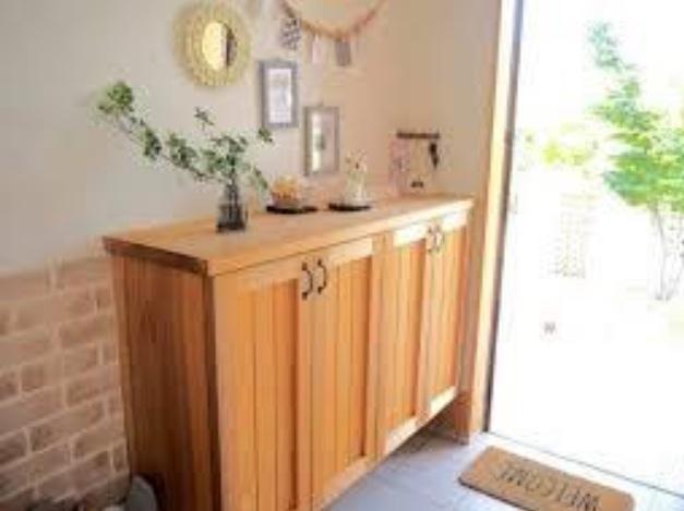 玄関の収納アイデア14選!靴や掃除用具をスッキリ整理させるコツは?