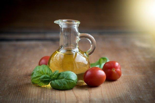 キャノーラ油とは?成分・原料などの特徴を紹介!サラダ油との違いは?