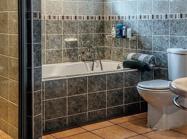 カラリ床とは?TOTOの風呂床の特徴や評判を紹介!ほっカラリ床との違いは?