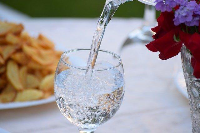 蒸留水とは?普通の水とは何が違うの?かんたんお手軽な作り方も紹介!