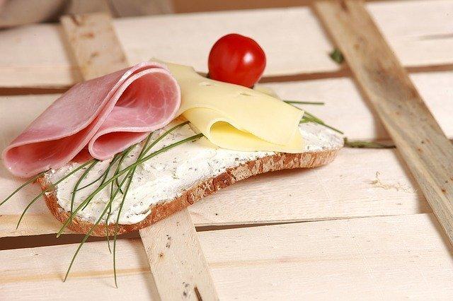 プロセスチーズとは?その種類やおすすめは?ナチュラルチーズとの違いは?