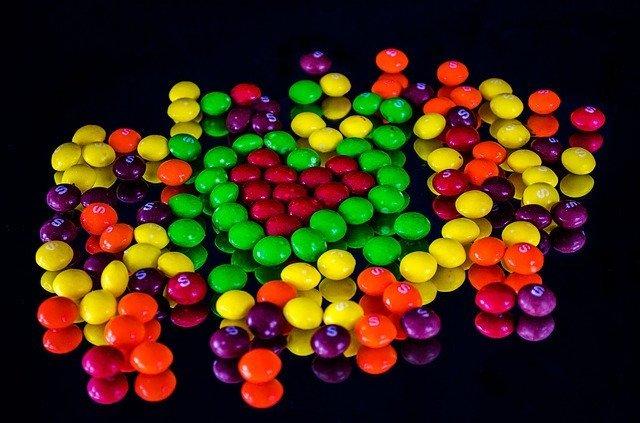スキットルズ(Skittles)ってどんなお菓子?日本ではどこで購入できる?