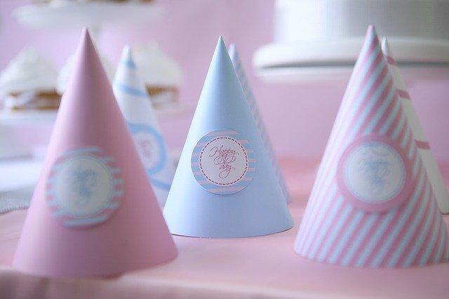 三角帽子(とんがり帽子)の作り方!パーティやクリスマスにかぶろう