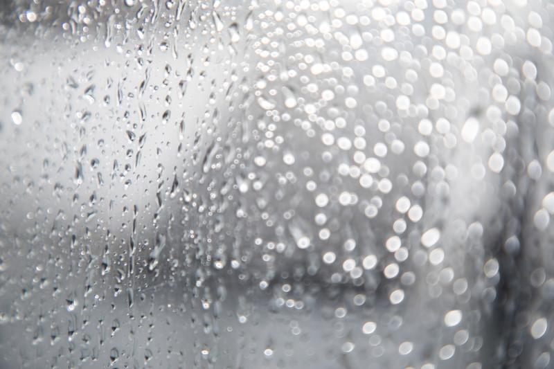 簡単にできる除湿方法を9つ紹介!どうすれば効率的に早く除湿できる?