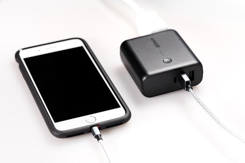 【2021年最新版】軽量・薄型のモバイルバッテリーおすすめ15選!