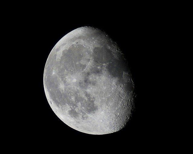 「立待月」とは?正しい読み方や、呼び名の語源・意味・風習を解説!