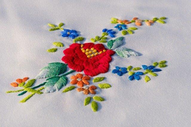花の刺繍の作り方!初心者でも簡単にできる刺繍の手作り手順を解説!
