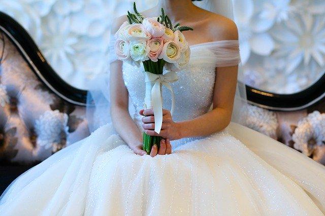 サムシングブルーとは?意味や由来をご紹介!結婚式に「青」は縁起が良い?