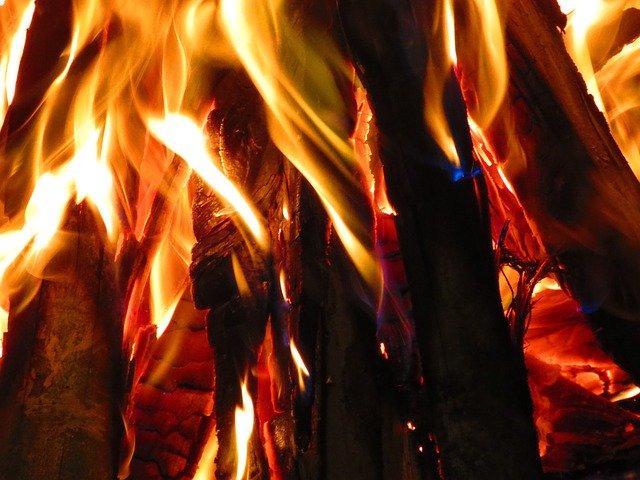 薪ストーブが使えるテント5選!キャンプでテント内に暖炉を設置しよう!