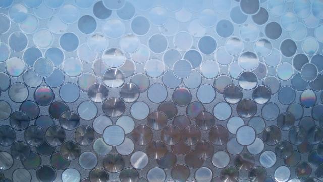 窓ガラスに貼れるフィルム8選!目隠しや防犯対策としても大活躍?