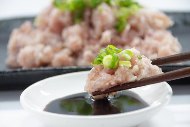 チタタプとは?アイヌ料理としてしられる「たたき」の概要と作り方!