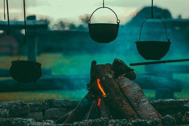 焚き火台自作のやり方!100均素材も活用してキャンプを楽しもう!