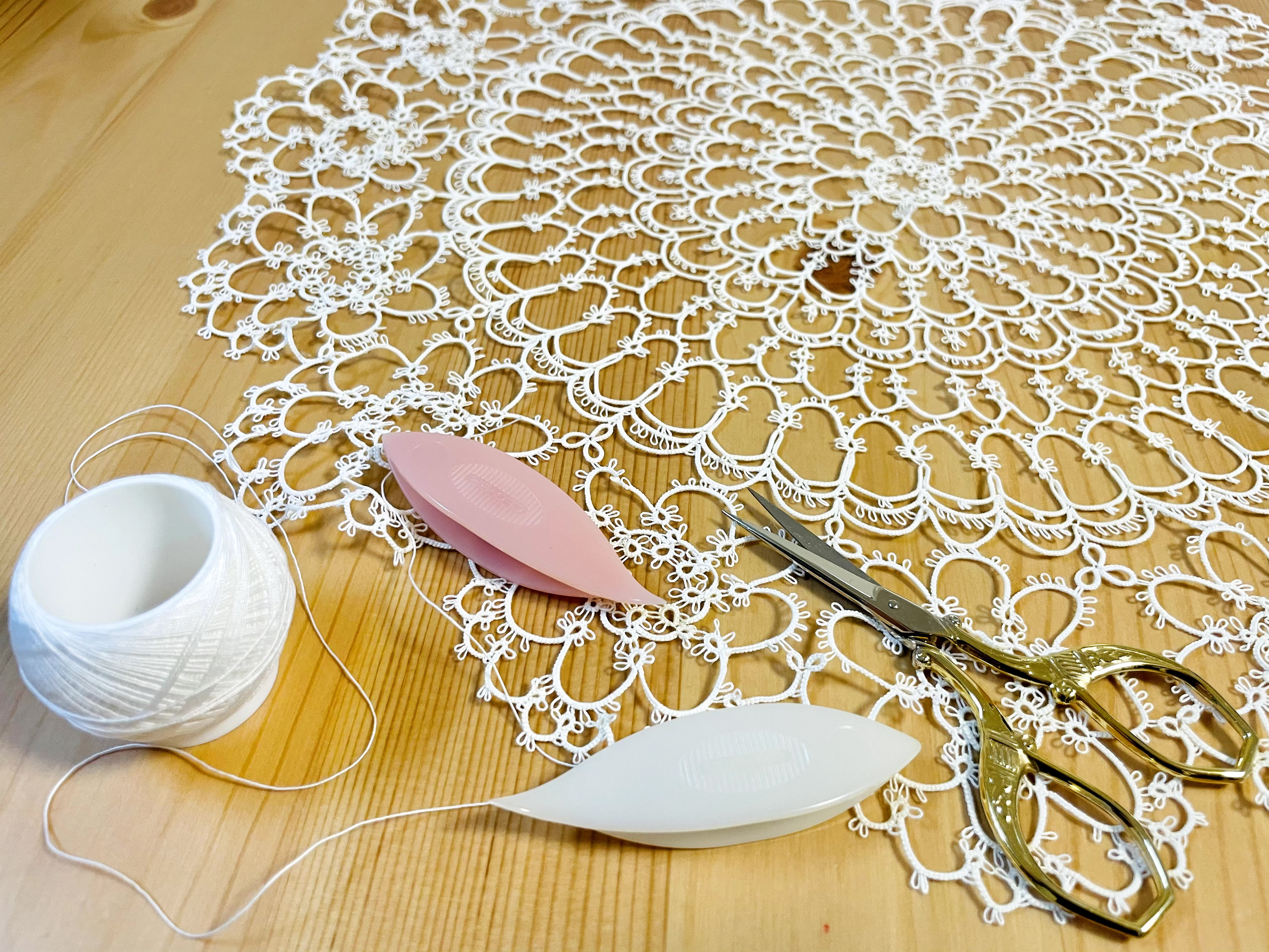 おうち時間で始めたい!タティングレースの魅力と基本の編み方!