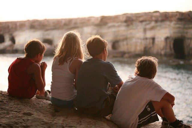 「類は友を呼ぶ」の意味と正しい使い方は?類語や対義語についても解説!