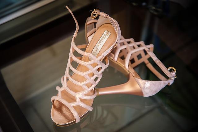 サンダルの靴擦れ防止方法を紹介!100均小物で痛みが軽くなる!