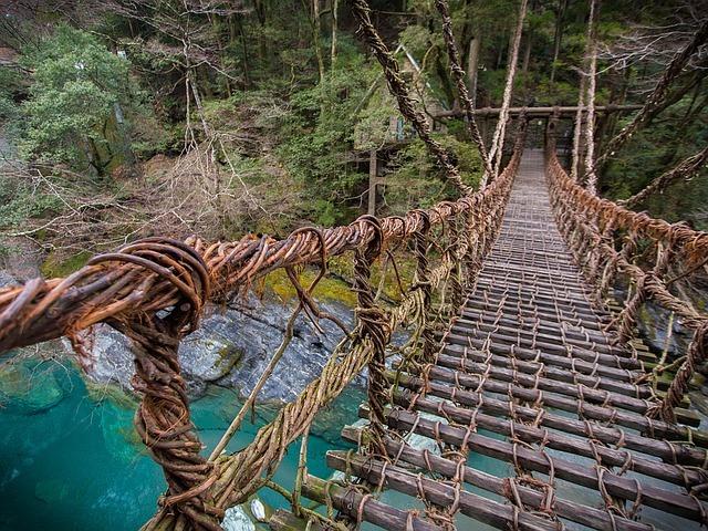 徳島のかずら橋は一度は訪れたい秘境!祖谷の温泉観光やランチスポットは?