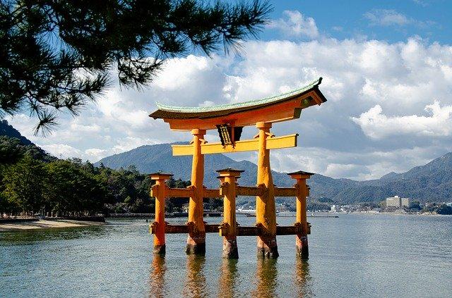 広島観光の王道・厳島神社を大特集!周辺のランチやホテルのおすすめ情報も