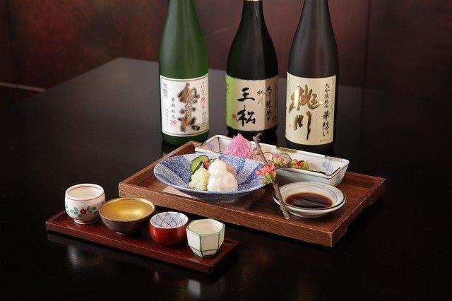 新橋で日本酒が美味しいお店17選!居酒屋・バル・飲み比べができるお店も