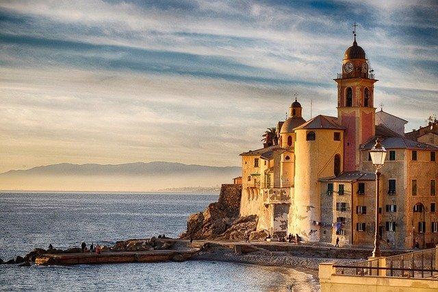 イタリア旅行へ行くならナポリ観光は必須!死ぬまでに行きたいおすすめの名所は?
