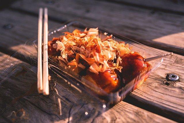 大阪・梅田で人気のたこ焼き店「はなだこ」!カウンターで立ち食いするって本当?