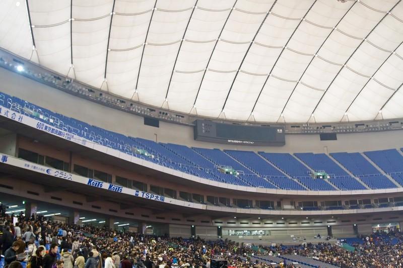 東京ドームのバルコニー席はゆったり過ごせる!コンサートやライブでの見え方は?