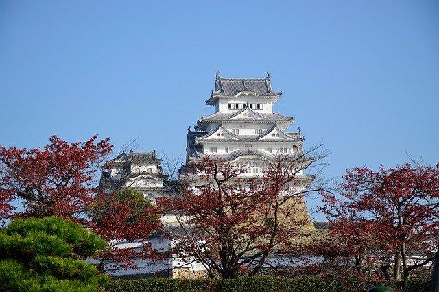 国宝・姫路城の外せない見どころをチェック!美しい紅葉やライトアップもおすすめ