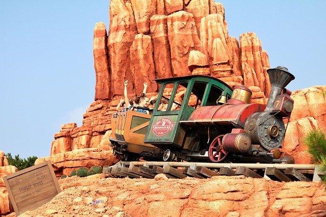 ディズニーランドで3歳児との楽しみ方ガイド!入場料や乗れるアトラクションは?