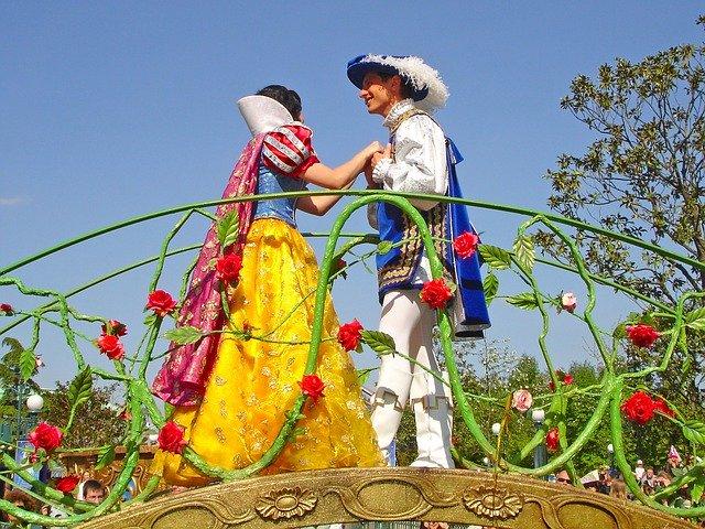 ディズニーランドの白雪姫と七人のこびと特集!少し怖いアトラクションの秘密は?