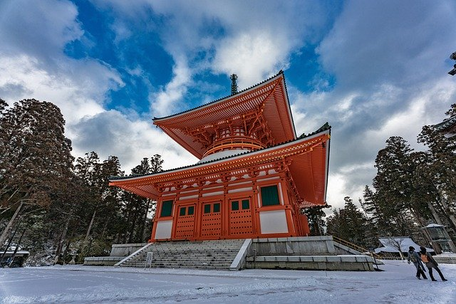 高野山一の聖域といわれる奥之院を紹介!弘法大師へとつながる神聖な霊域!