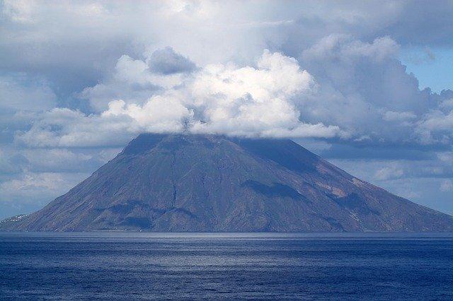 硫黄島は一度は行きたい鹿児島の秘境!大自然をのぞむ絶景の露天風呂も圧巻!