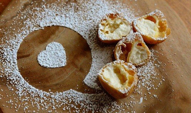 シャトレーゼのシュークリームは口コミで大人気の一品!濃厚カスタードが絶品♡