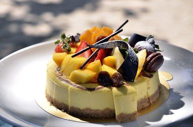 シャトレーゼのバースデーケーキでお祝いしよう!子供にもおすすめの人気商品は?