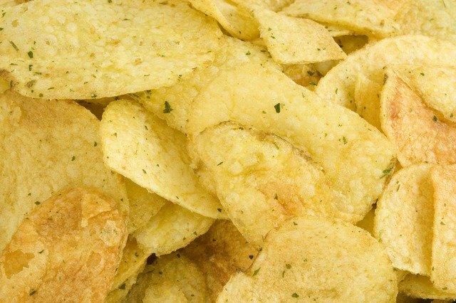 美味しいポテトチップスをお取り寄せでゲット!おやつに夜食におつまみにも♡