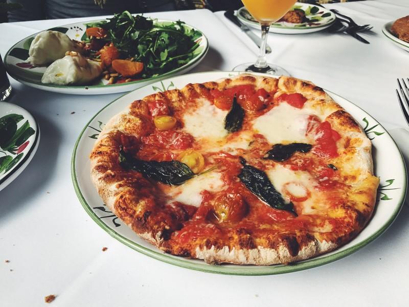 コストコはピザの種類が豊富!冷凍食品からフードコートまで人気商品を一挙大公開
