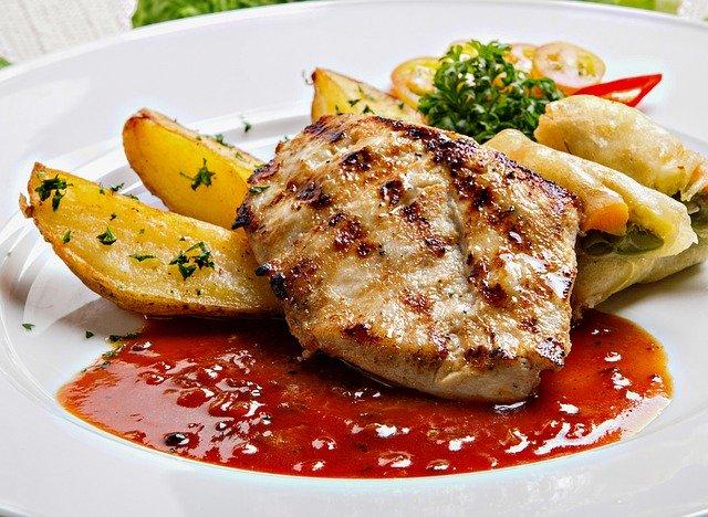 レンジで作る美味しい蒸し鶏のレシピを大特集!お弁当にもおすすめの一品とは