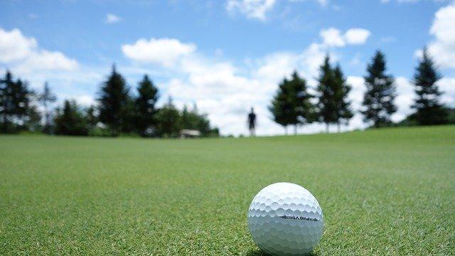 コストコのゴルフボール評価まとめ!キャロウェイやカークランドなどの人気商品も