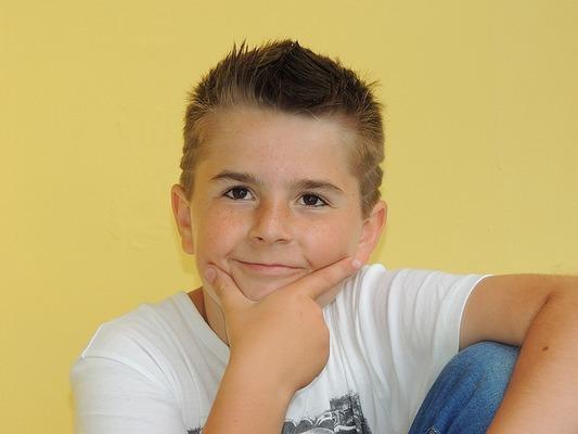 男の子の髪型60選!キッズや小学生に人気なヘアスタイル