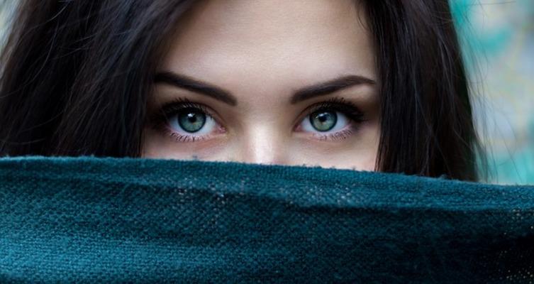 三白眼とは?性格の特徴と三白眼で美人な芸能人15人を