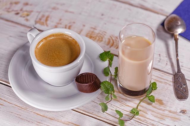 コップとコーヒーカップ
