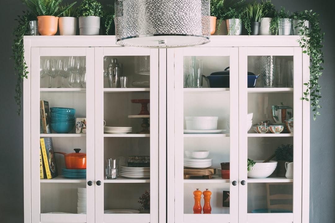 食器棚ガラスキャビネット