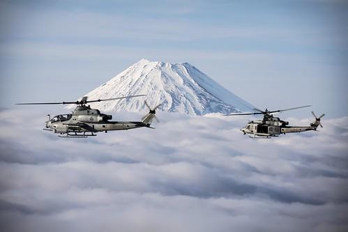 ヘリコプターで富士山